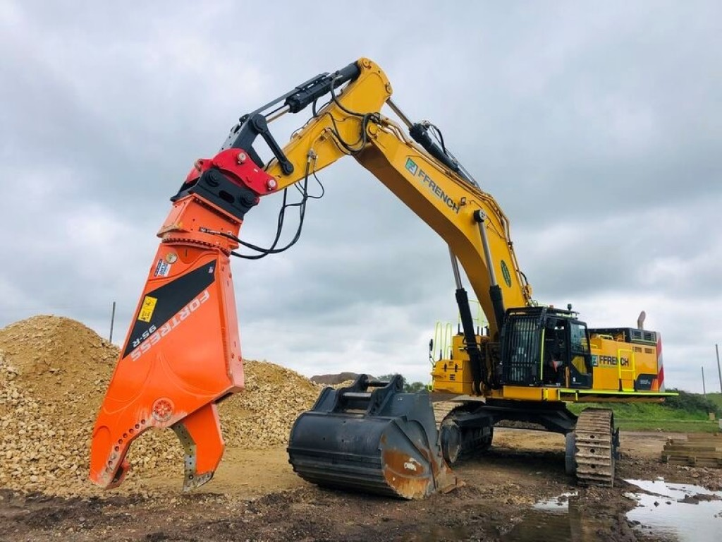 Funding the UK's largest EVER excavator!!